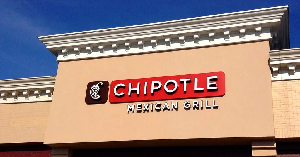 Weekend Roundup: Chipotle Pays $95,000, Delta Discrimination Suit, and Legal Issue for AI